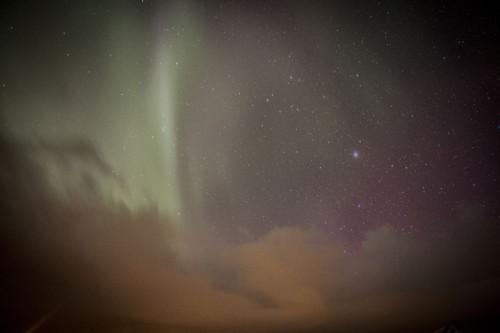 Aurore boréale et nuages dans les Iles Lofoten en Norvège