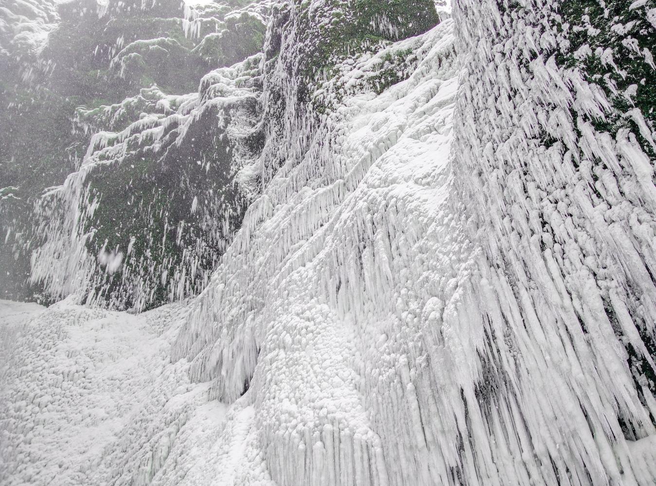 skogafoss stalactites