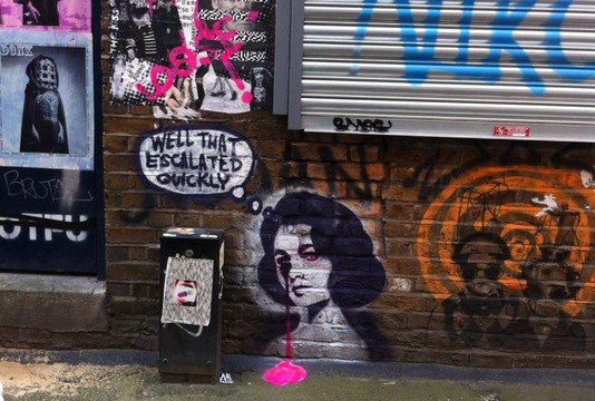 Blackhall Street à Londres avec une oeuvre de l'artiste Pure Evil