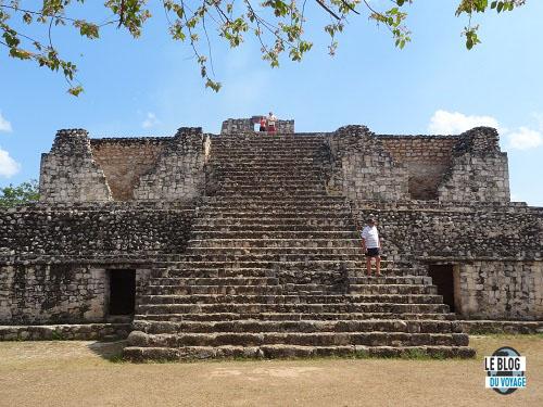 Petite pyramide à Ek Balam