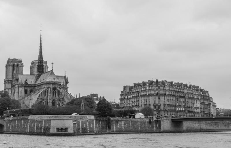 Notre-Dame-de-Paris en noir et blanc