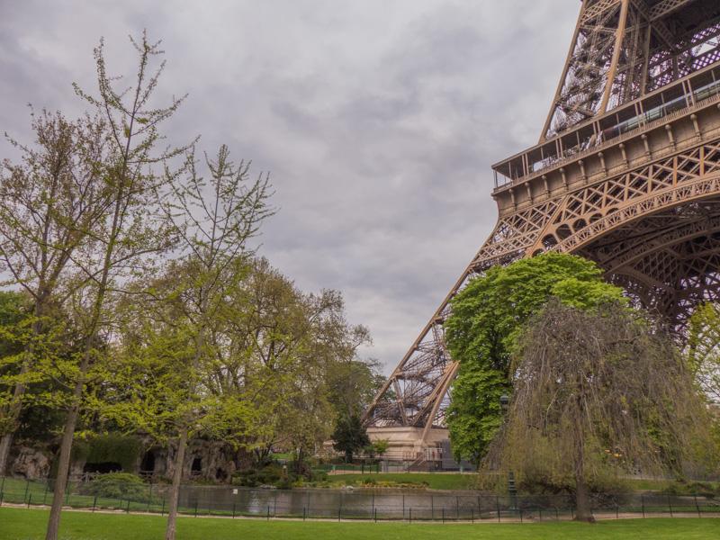 La Tour-Eiffel depuis le Champ de Mars