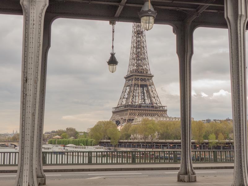La Tour-Eiffel depuis le pont de Bir-Hakeim