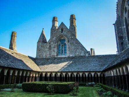 mont-saint-michel-cloitre