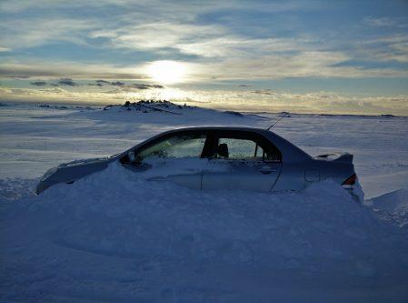 Voiture enneigée en Islande