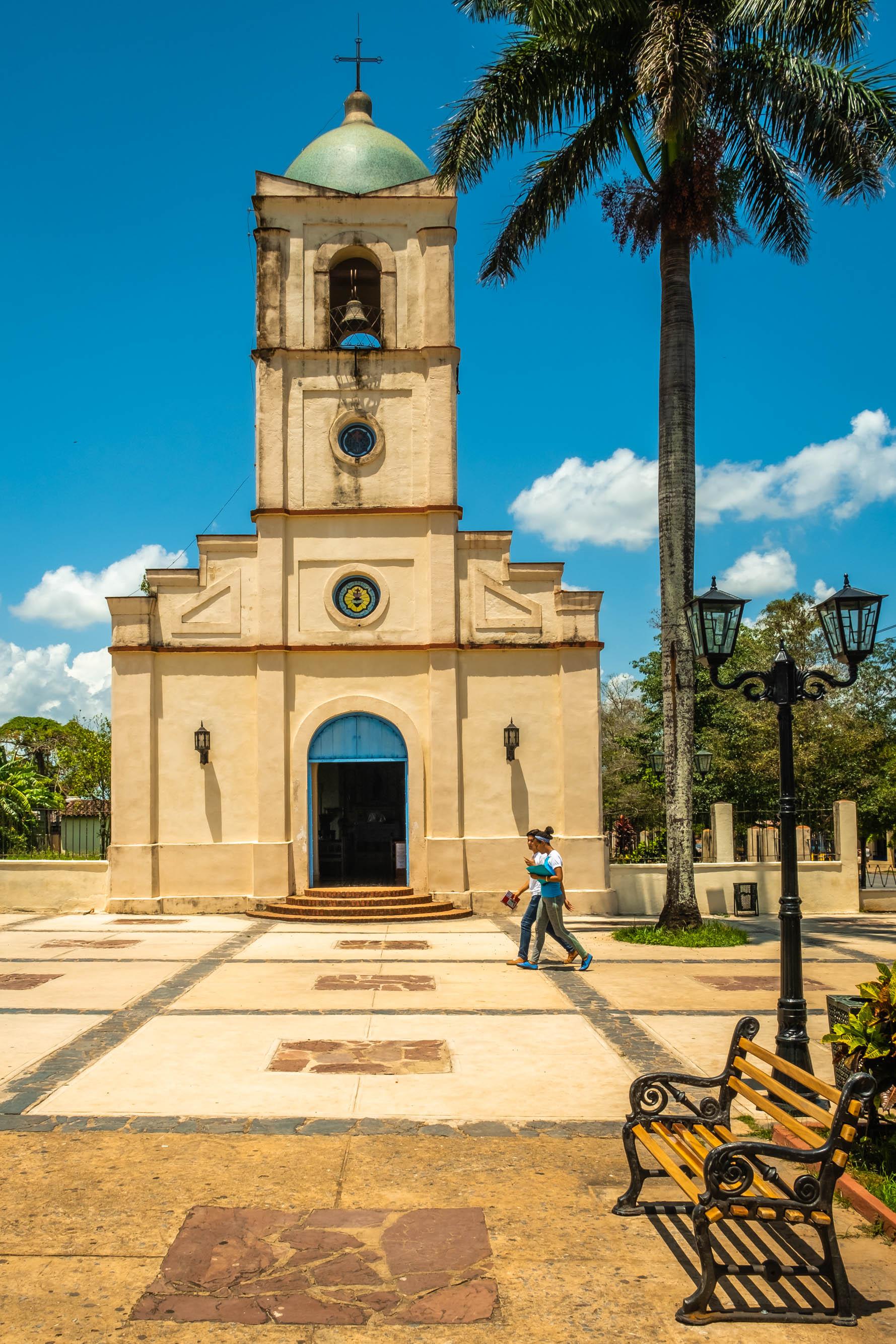 L'église sur la place centrale de Viñales